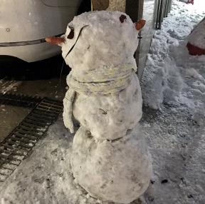 회사에서 찍은 눈사람..