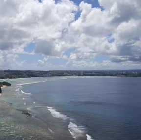 괌 사랑의절벽에서 투몬해안가 찍은 사진입니다.