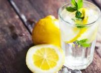 레몬물 마시기로 디톡스하기