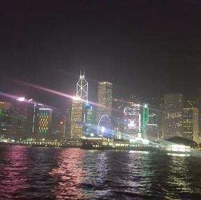 지난 8월 초 홍콩에서 찍은 야경 사진입니다