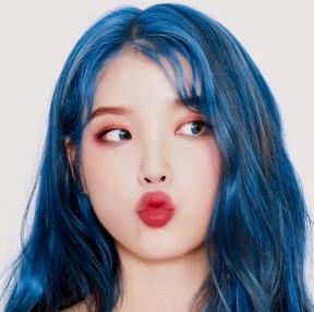 파란 아이유